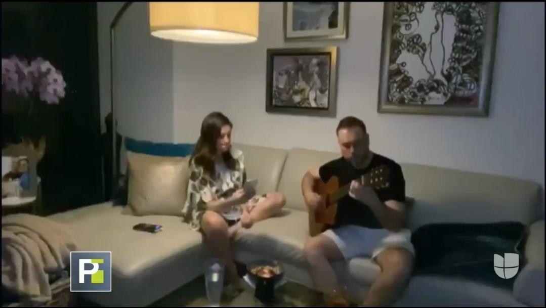 Michelle Galván y esposo en casa