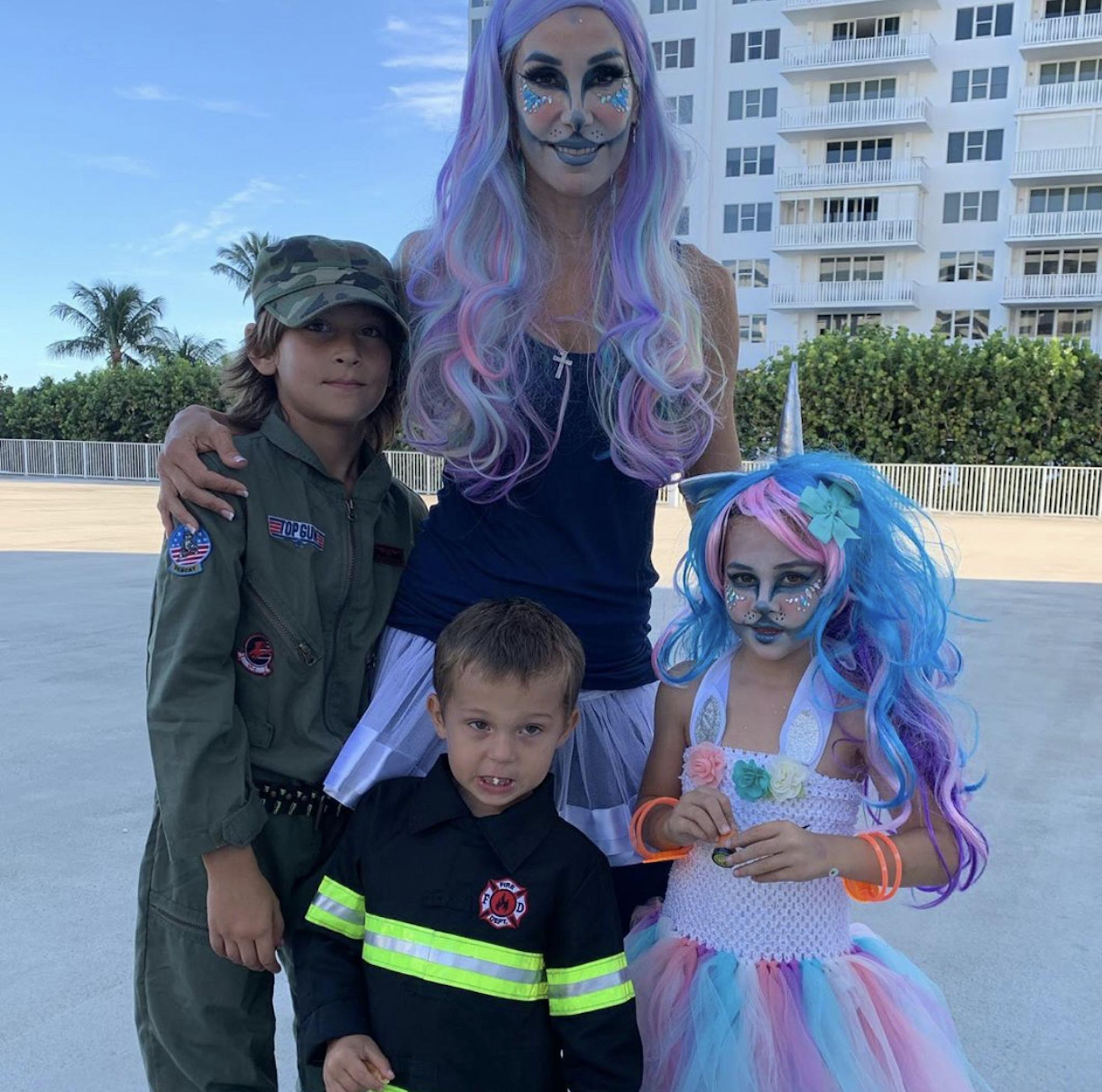Natalia Streignard y sus hijos