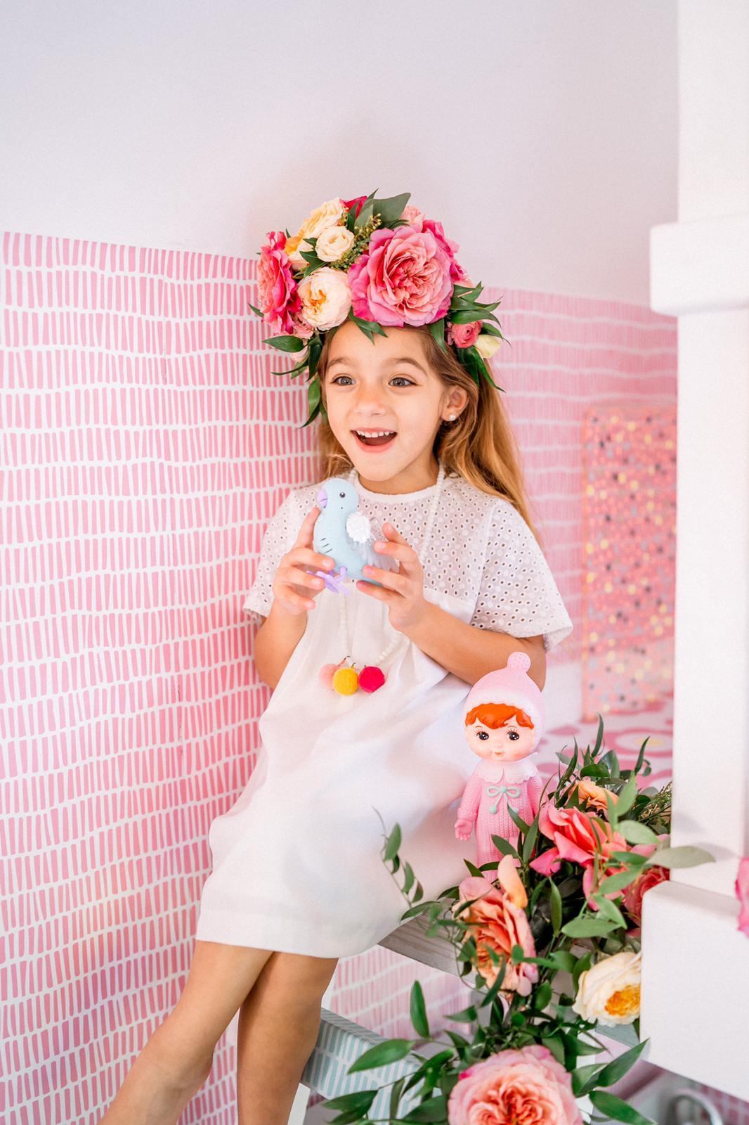 Las coronas de flores fueron hechas por Aniska Creations.