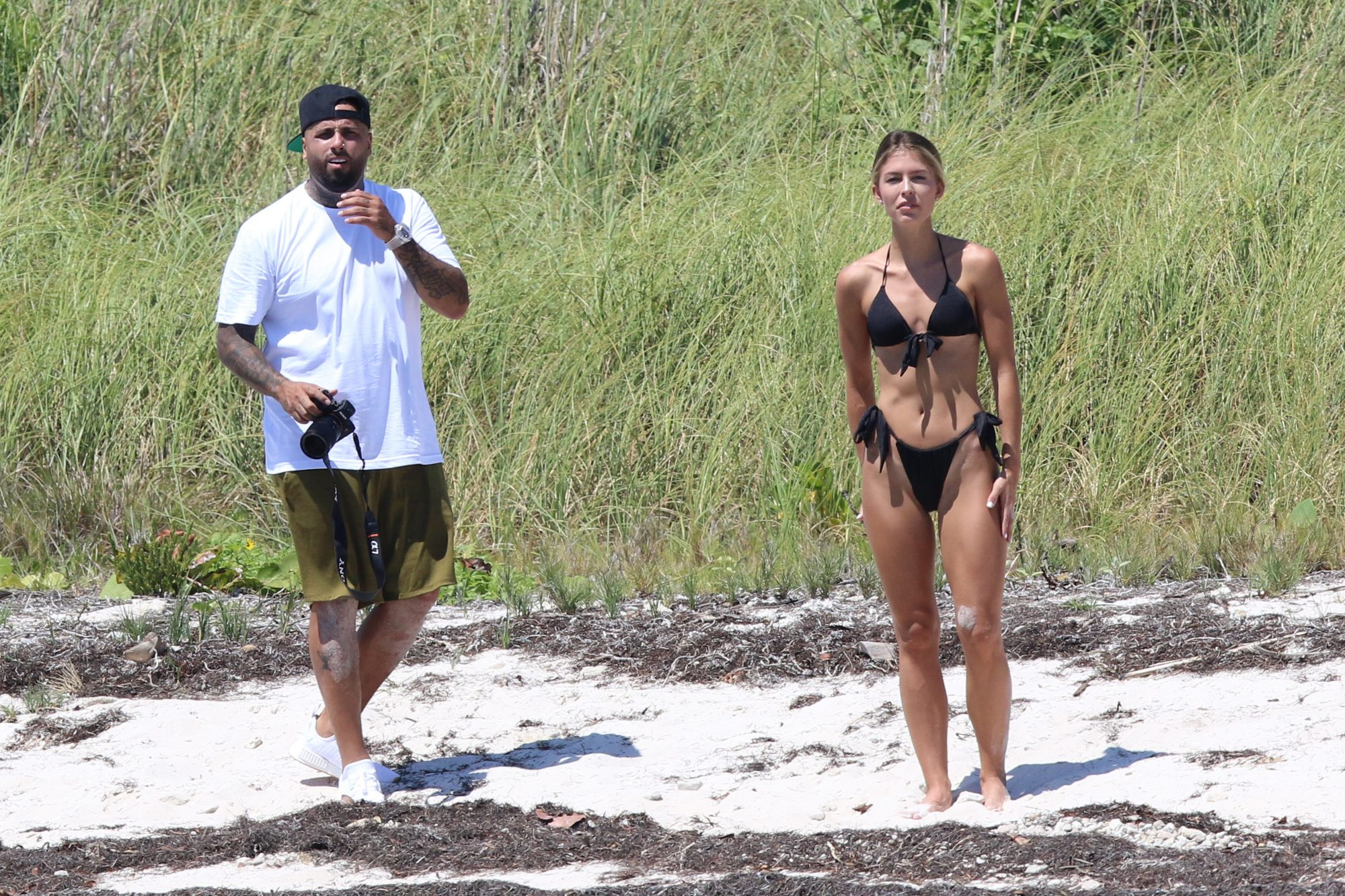 Nicky Jam fotografiando novia Cydney Moreau en Miami