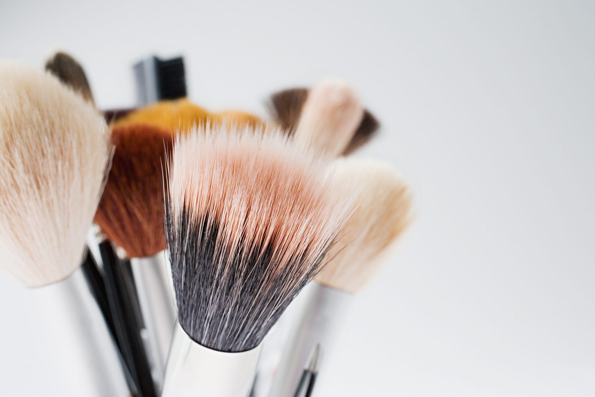 Consejos fáciles y prácticos para limpiar tus brochas de maquillaje