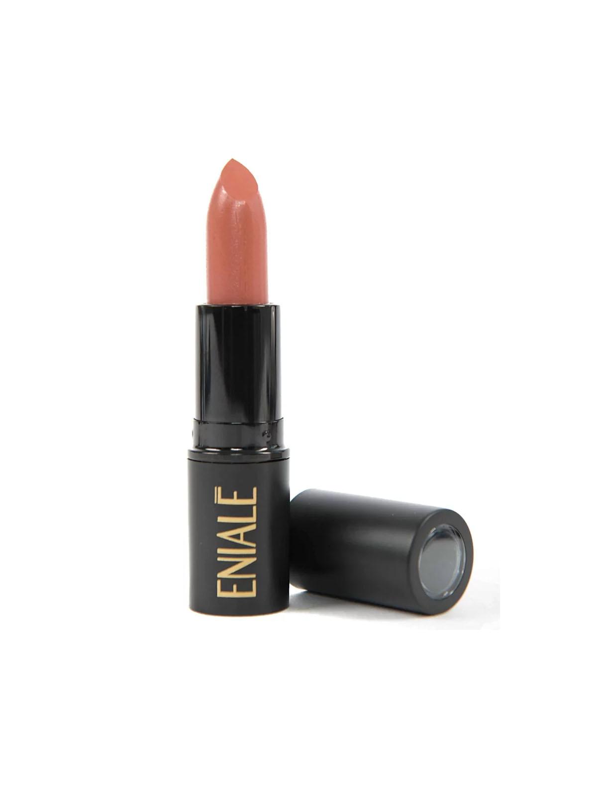 Era cuestión de tiempo que surgiera una colaboración beauty y ha llegado en forma de este labial de Eniale Cosmetics que lleva su nombre. $15. enialecosmetics.com