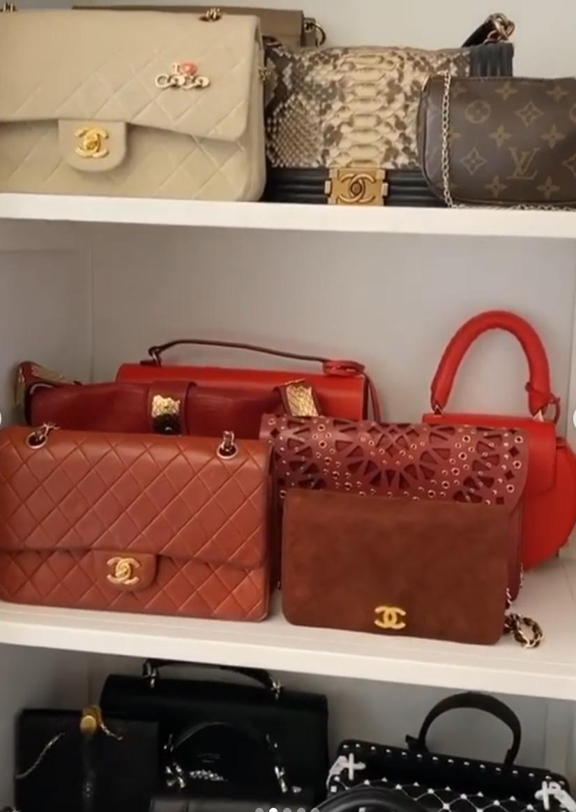 La colección de bolsos de Valentino, Vuitton, Givenchy y las firmas más exclusivas es para morirse de envidia, pero está claro que la valenciana siente debilidad por los de Chanel. ¿Y quién no?