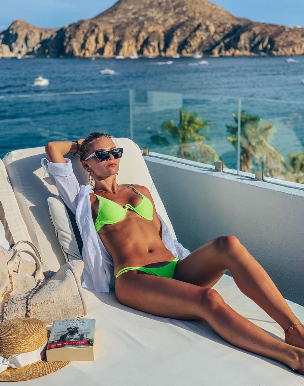 Irina Baeva en bikini