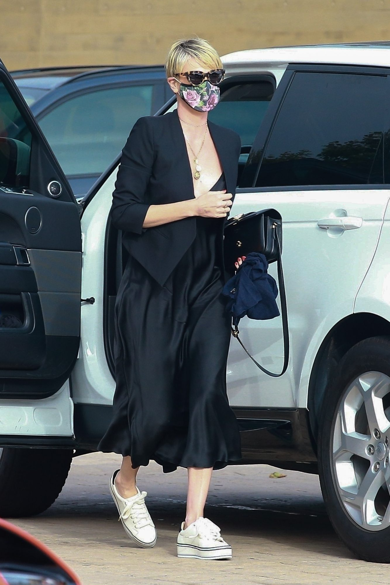 Charlize Theron, look, cuarentena, los angeles