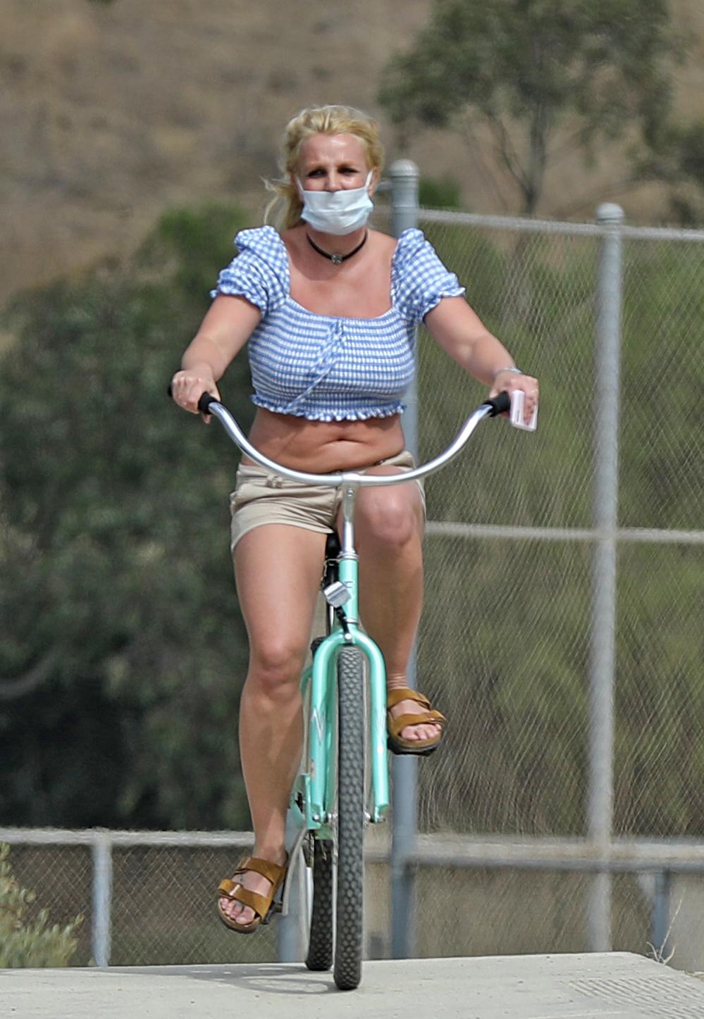 britney spears bicicleta