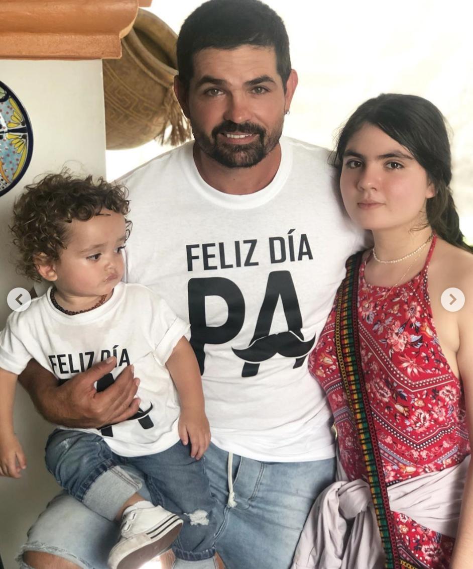 Ferdinando Valencia con sus hijos