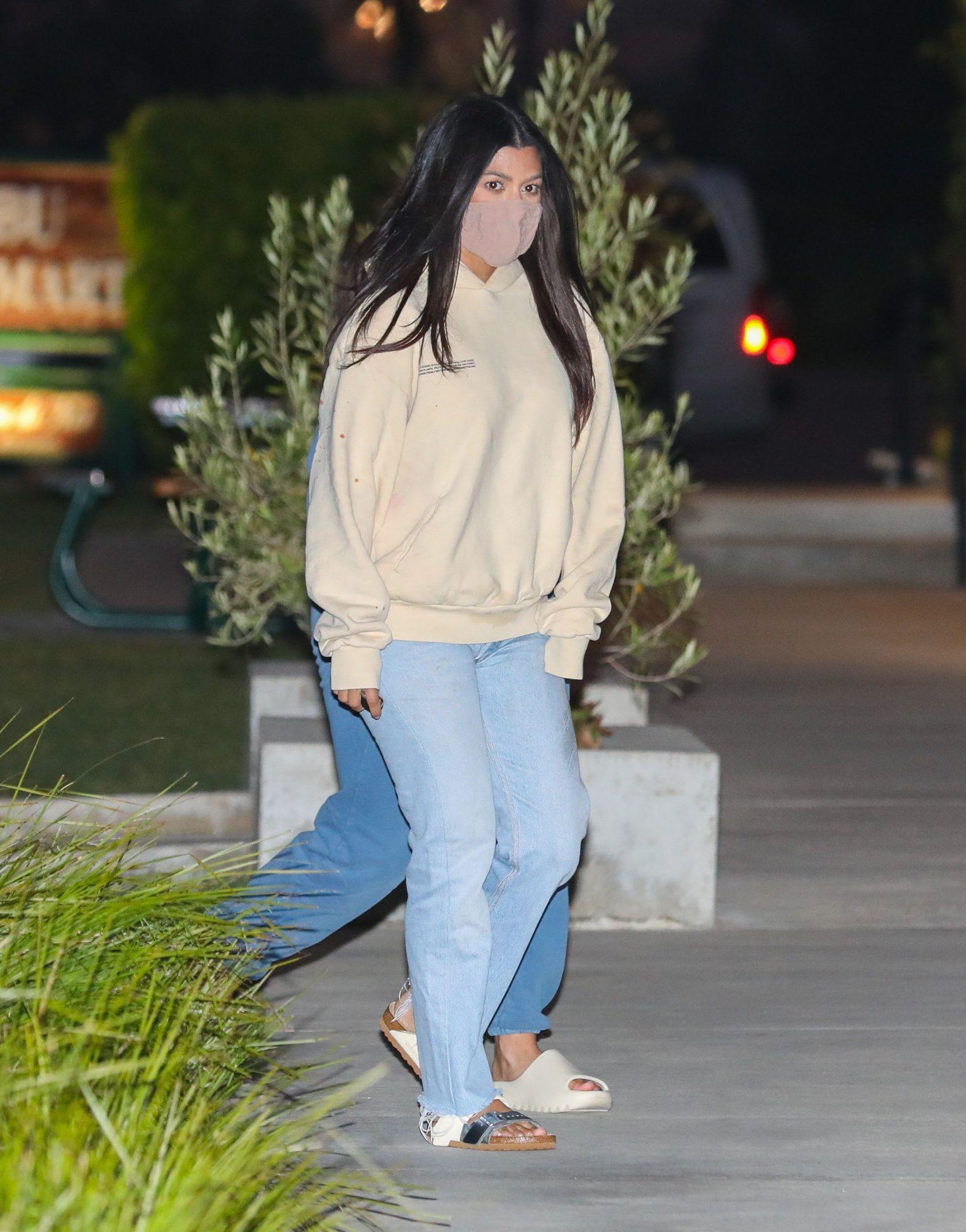 Kourtney Kardashian, look, casual,