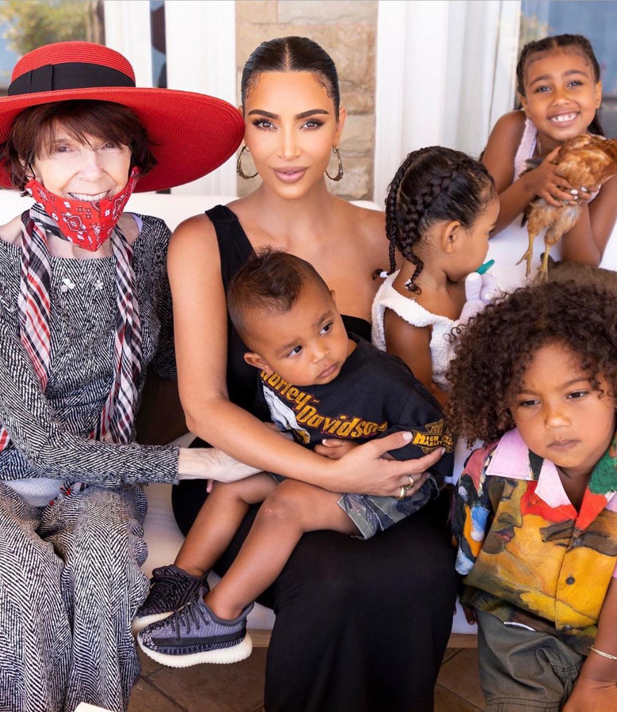 Kim Kardashian abuela hijos