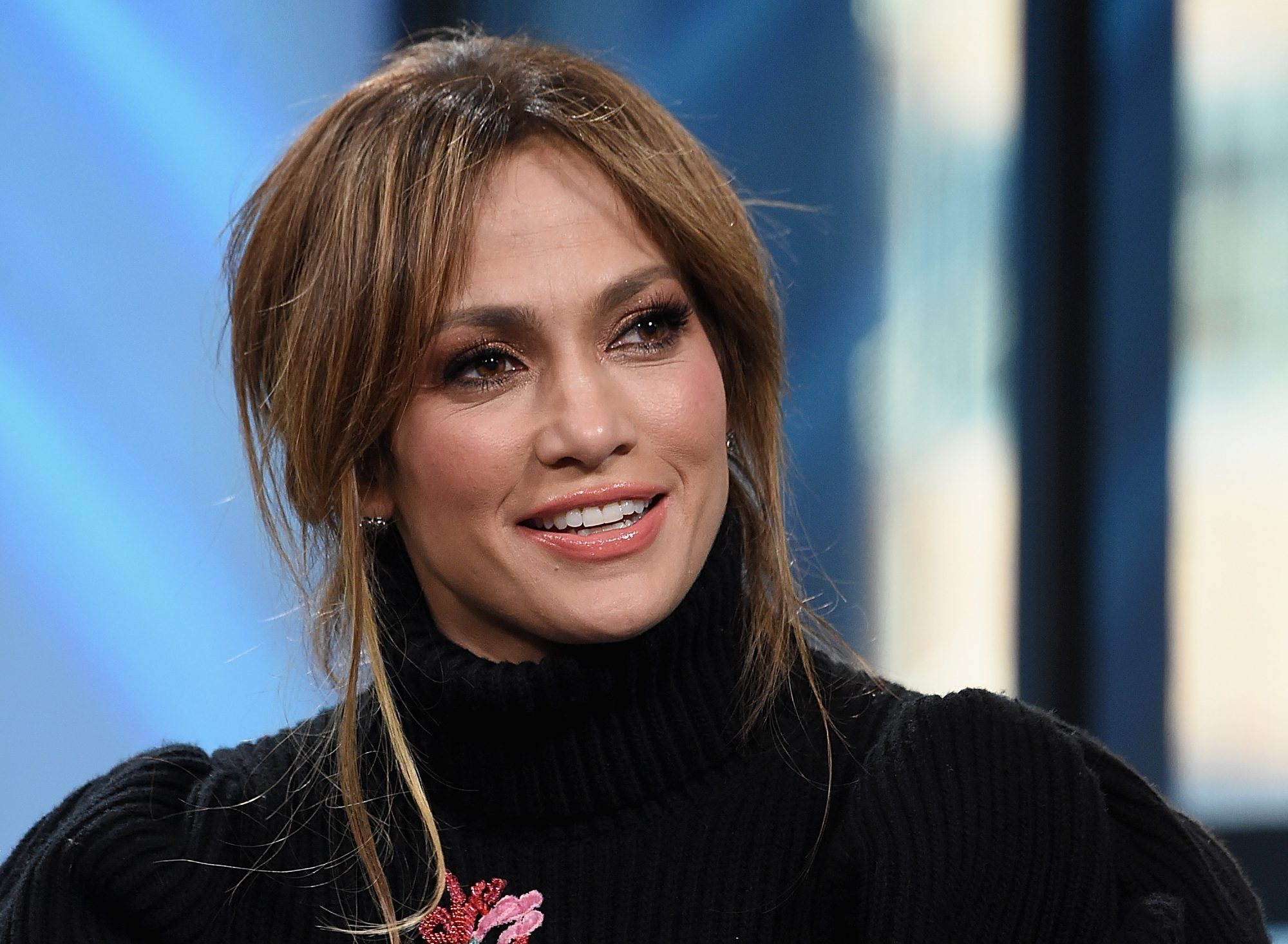 Jennifer Lopez Shares a Makeup-Free Selfie