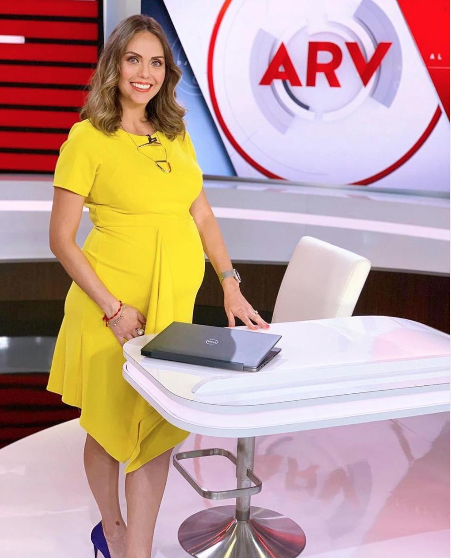 jessica carrillo vestido amarillo al rojo vivo embarazada