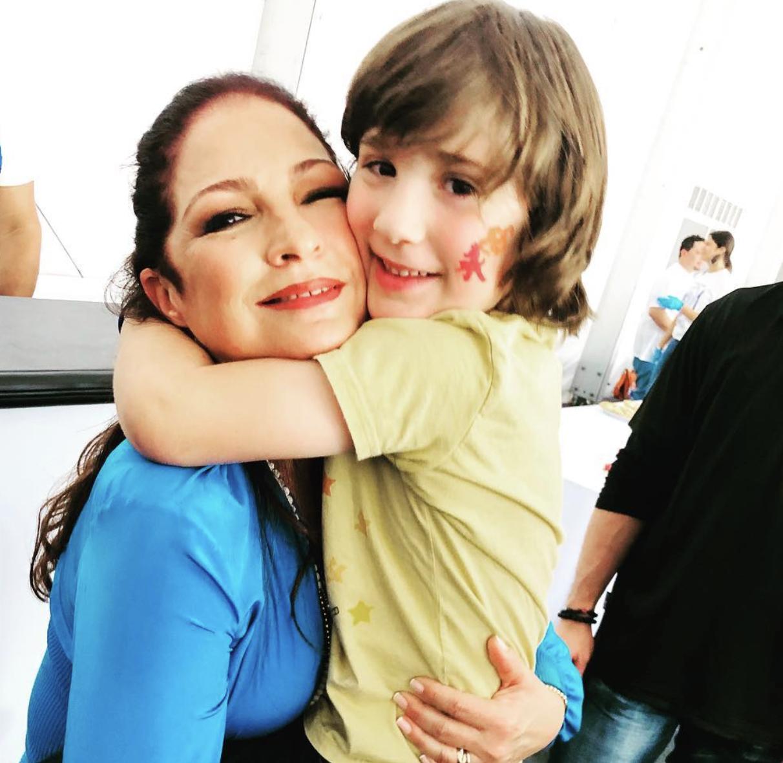 Gloria Estefan y su nieto Sasha