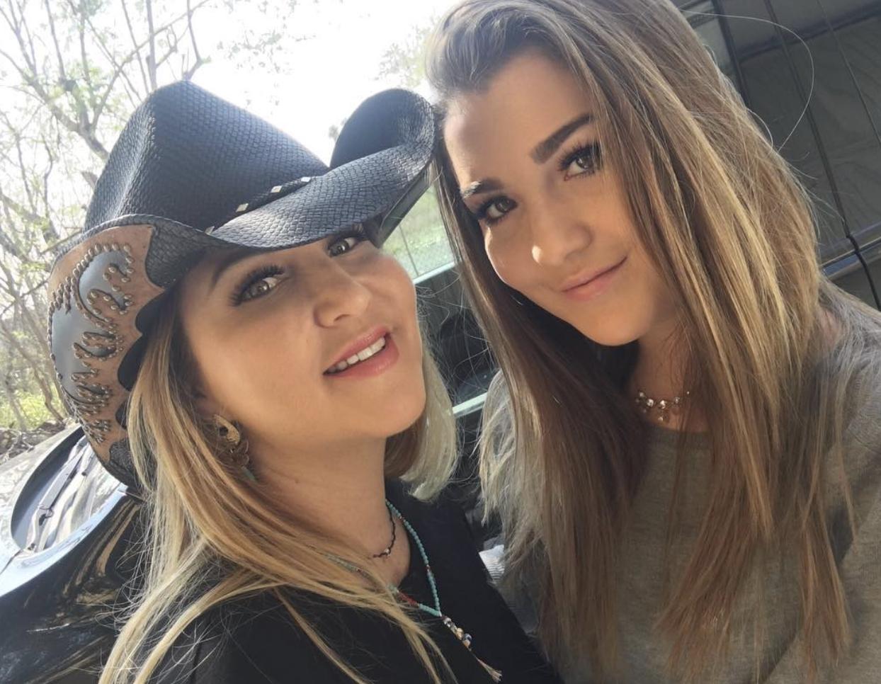 Alicia Villareal y Melenie Aidée