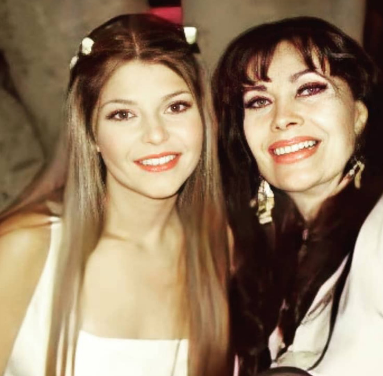 Itati Cantoral con su mama