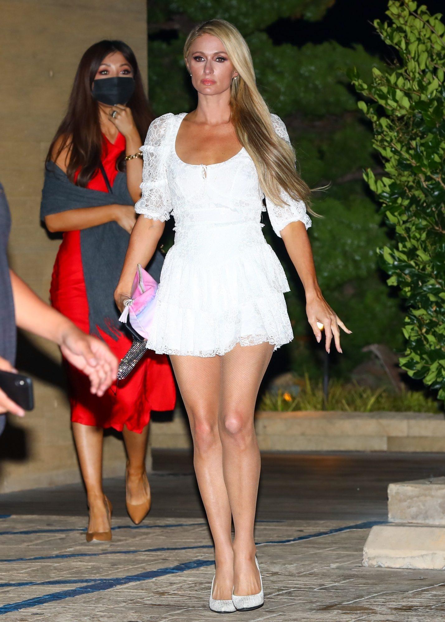 Paris Hilton, look