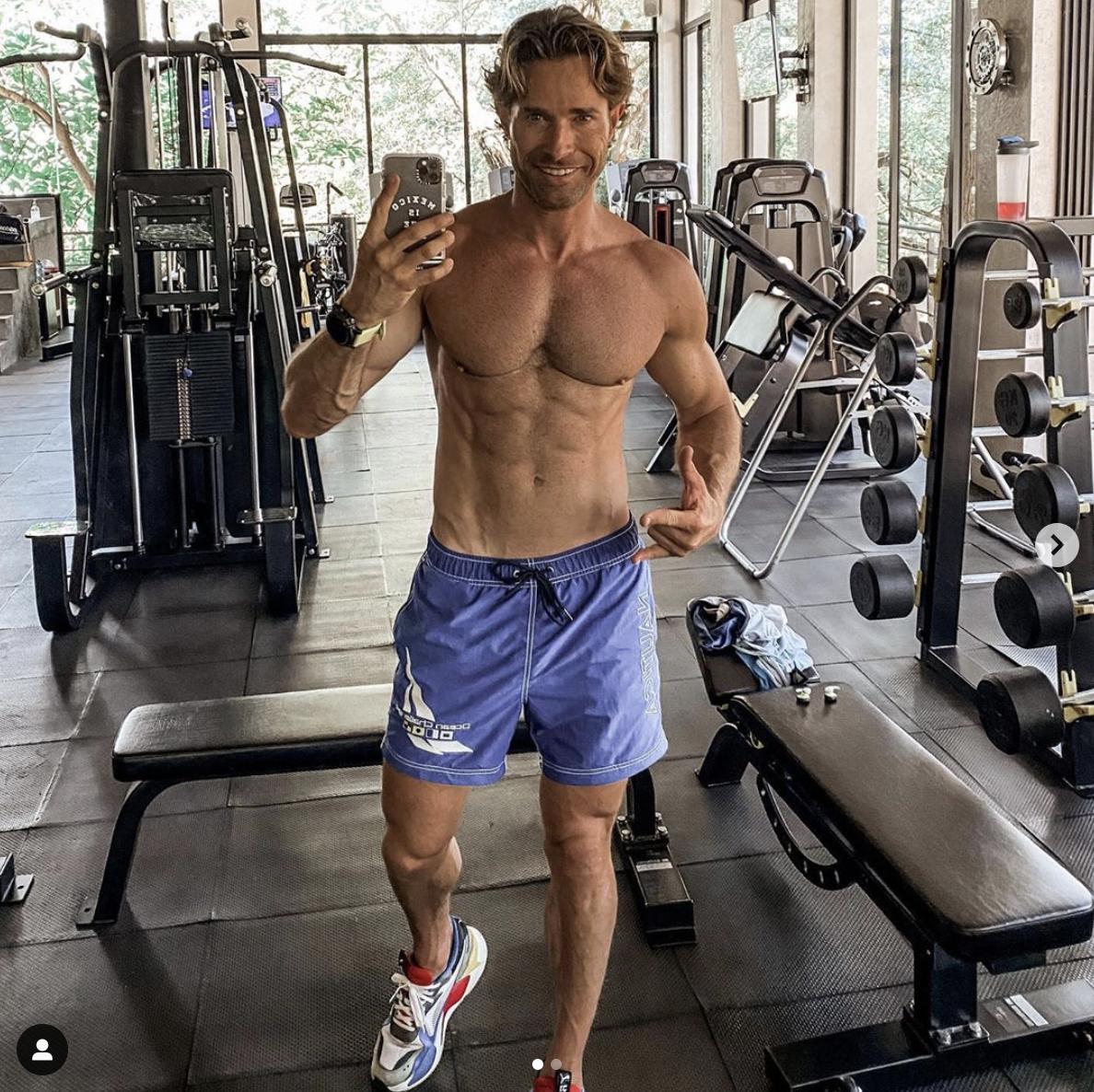 sebastian rulli musculos gym