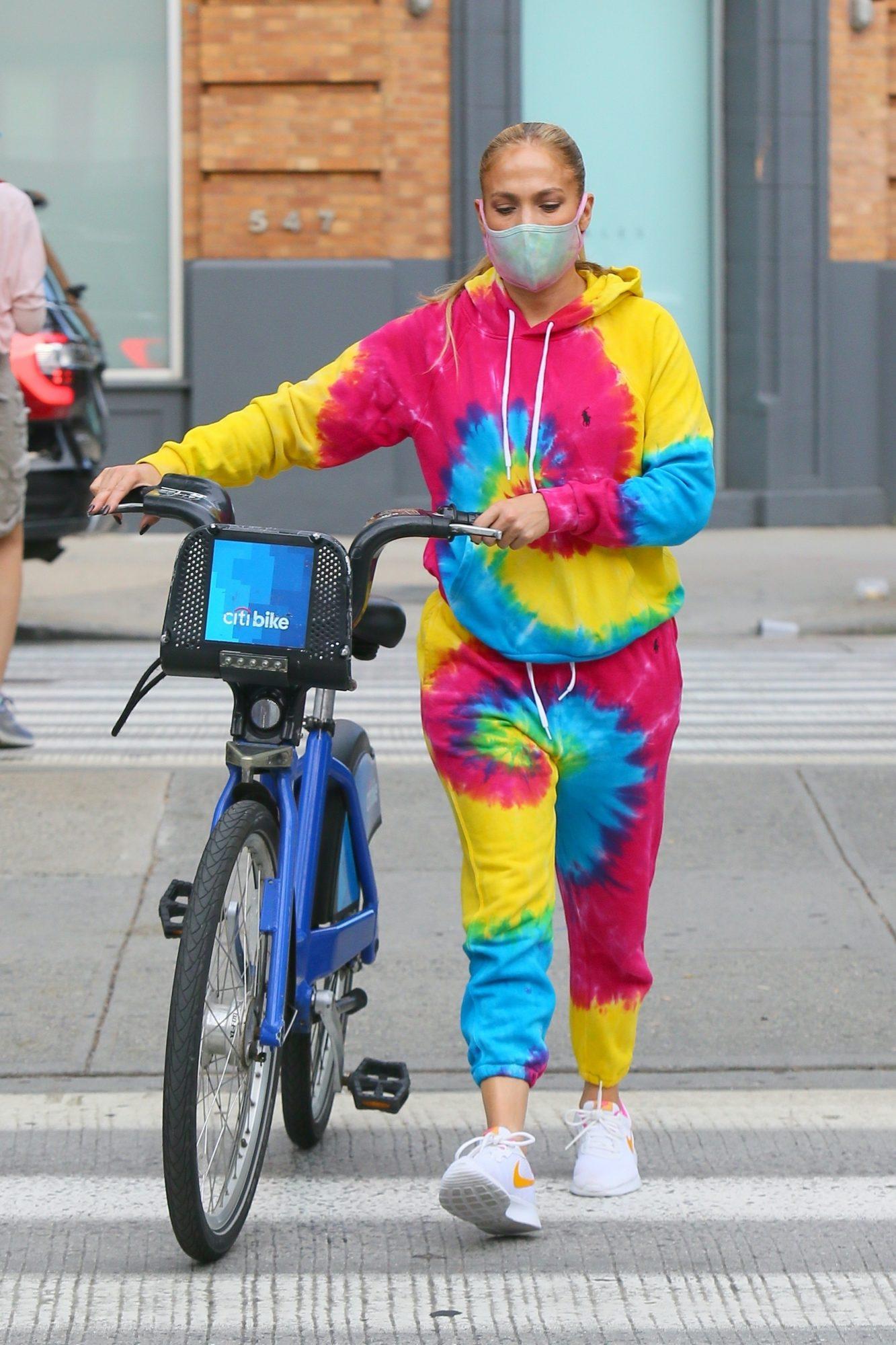 Jennifer Lopez, look, bike ride, new york
