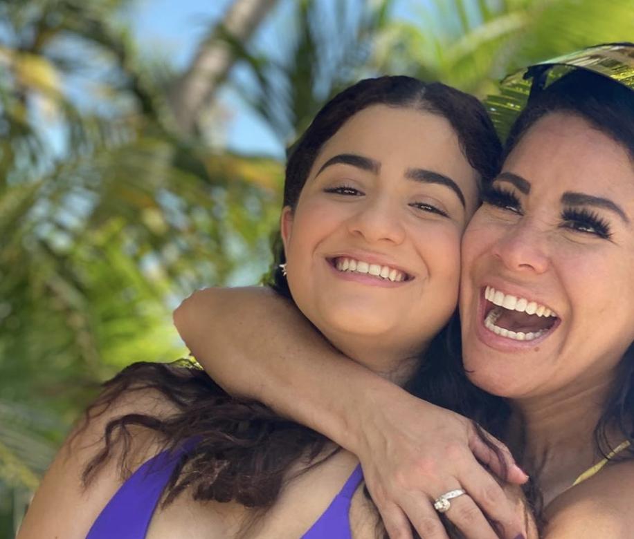 Bárbara Camila y Carolina Sandoval