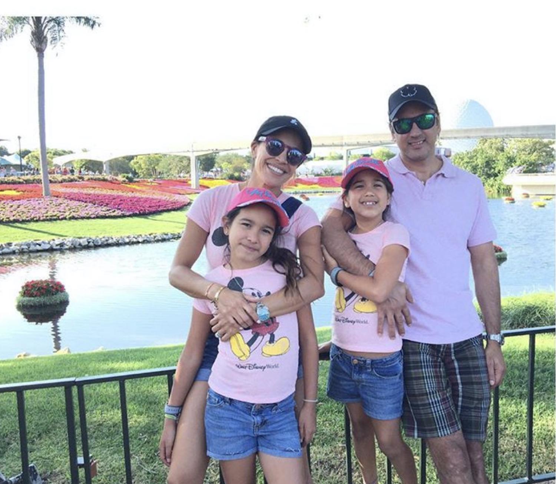 Karla Martínez y su familia