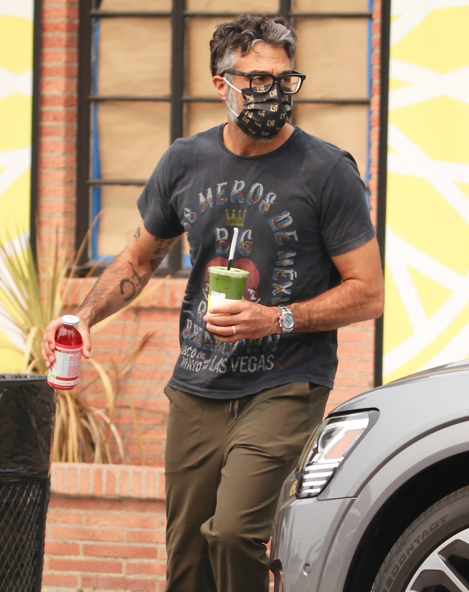 Jaime Camil makes a quick stop to refuel with a mid day smoothie