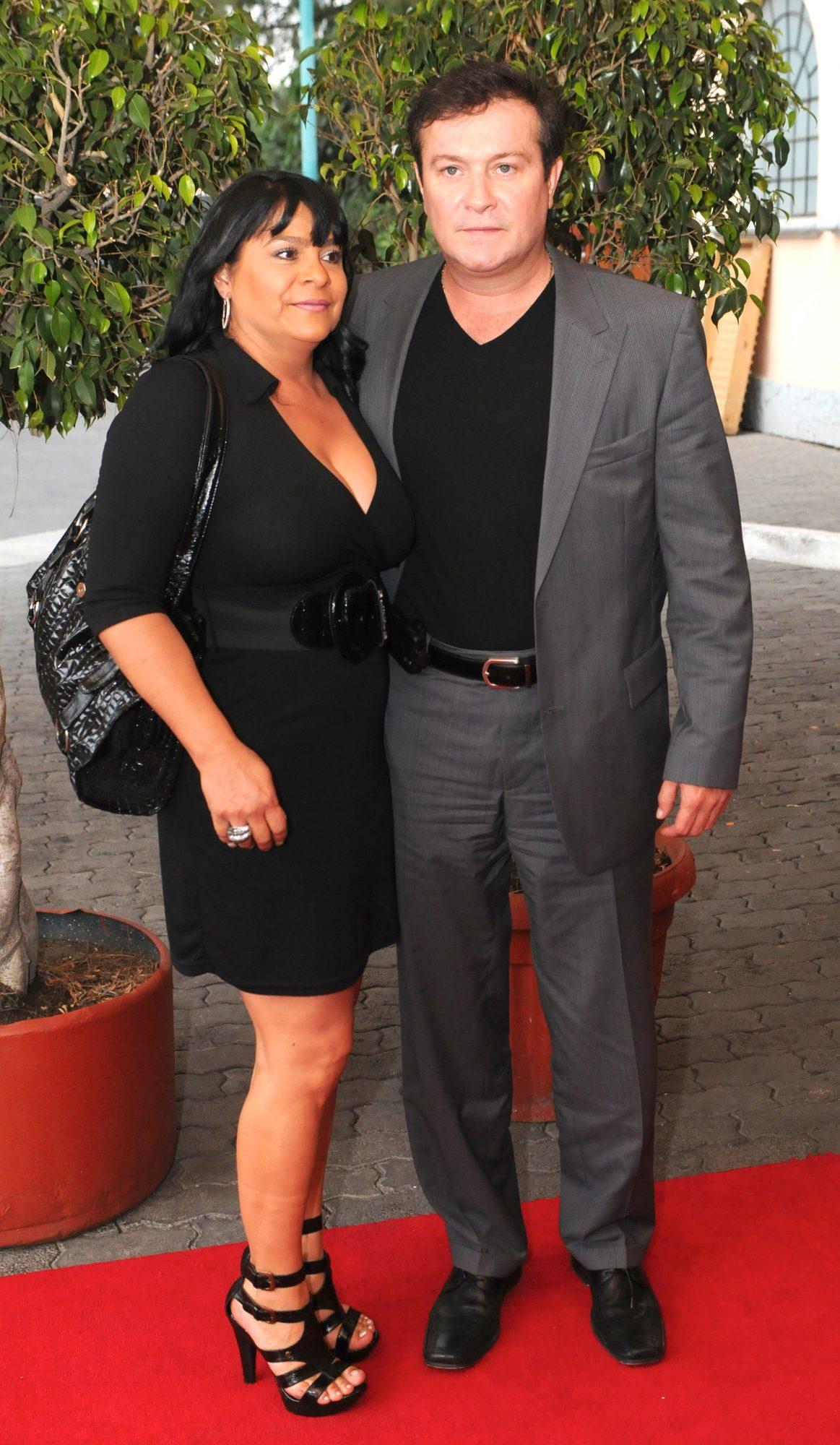 Arturo Peniche y esposa