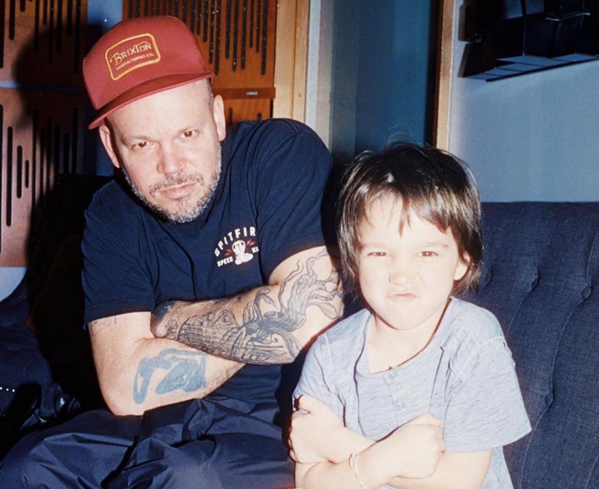 Residente y su hijo Milo