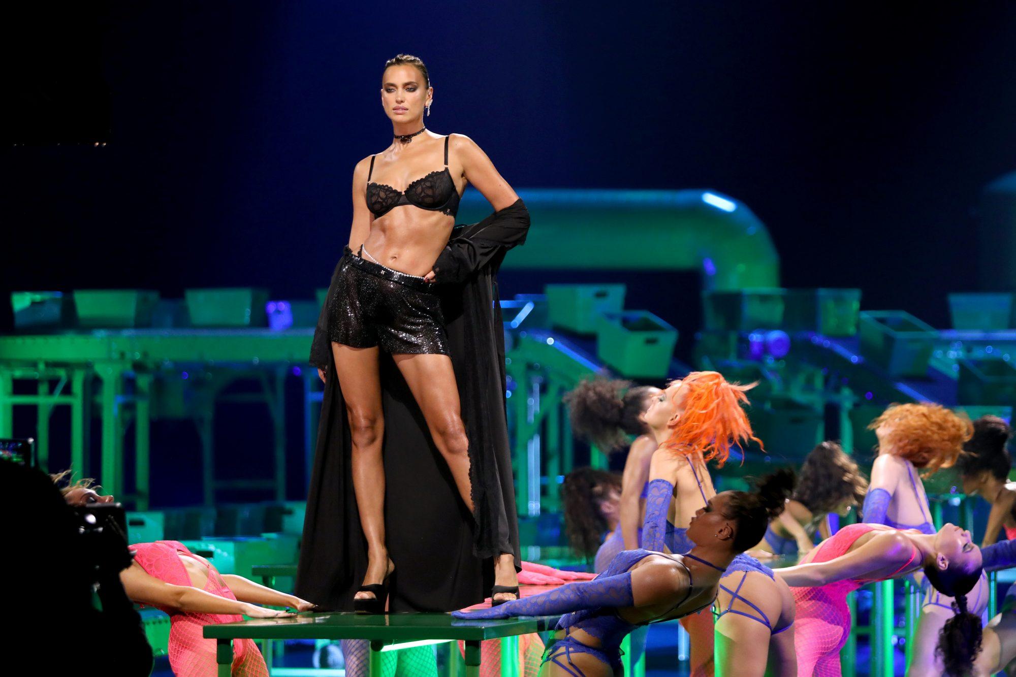 Irina Shayk en Rihanna's Savage X Fenty Show Vol. 2
