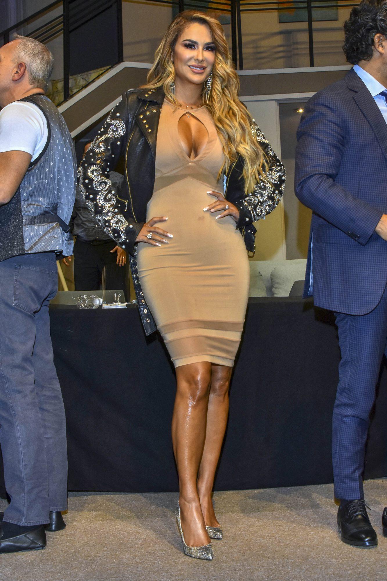 Ninel Conde, look, sexy, curvas, mexico