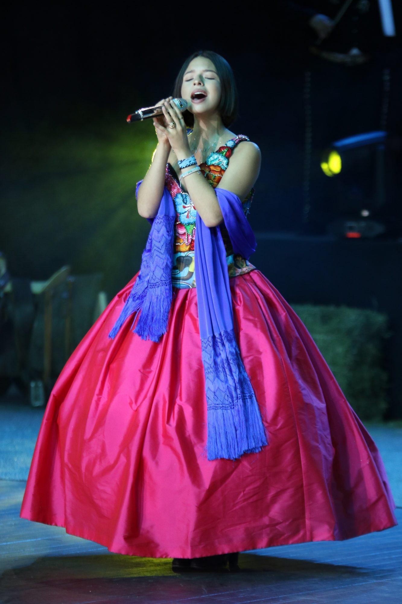Angela Aguilar, vestido regional mexicano, fashion