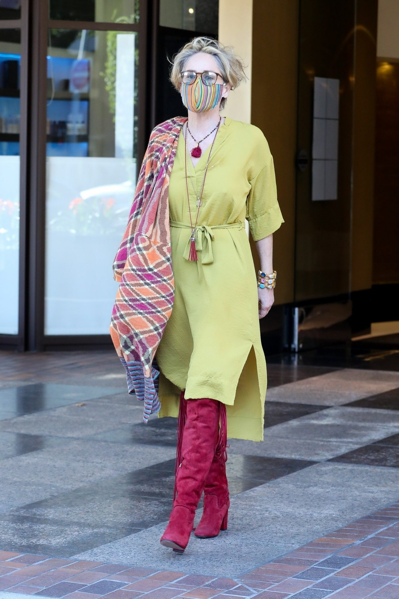 Sharon Stone, look, otoño, botas, beverly Hills