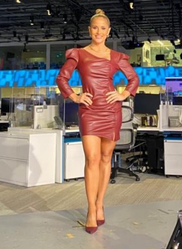 Jackie Guerrido, look, vestido de cuero, univision