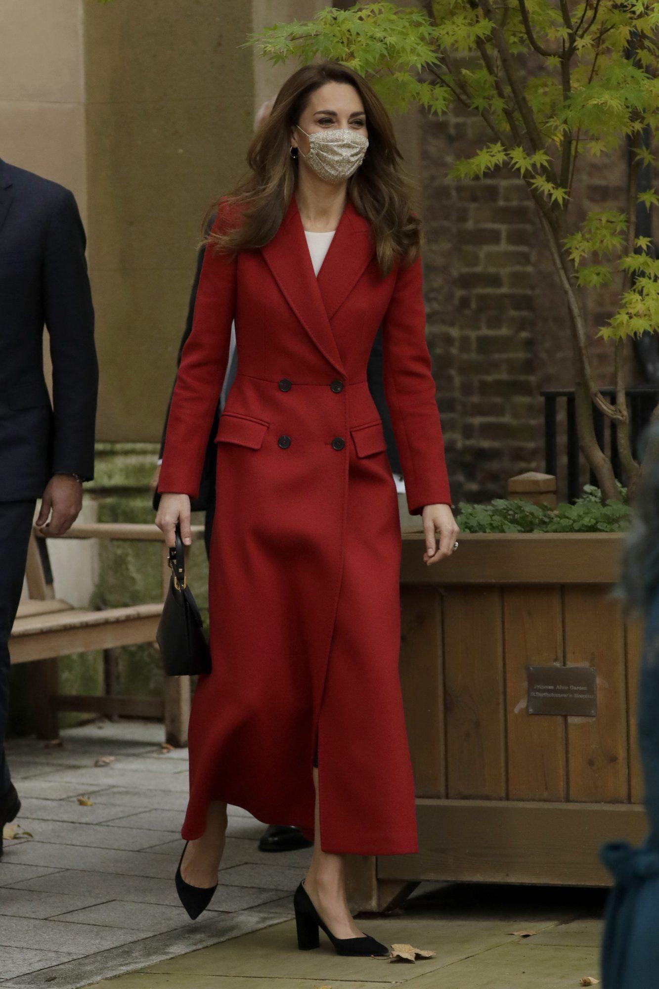 Kate Middleton, look, vestido rojo, vestido tipo smoking
