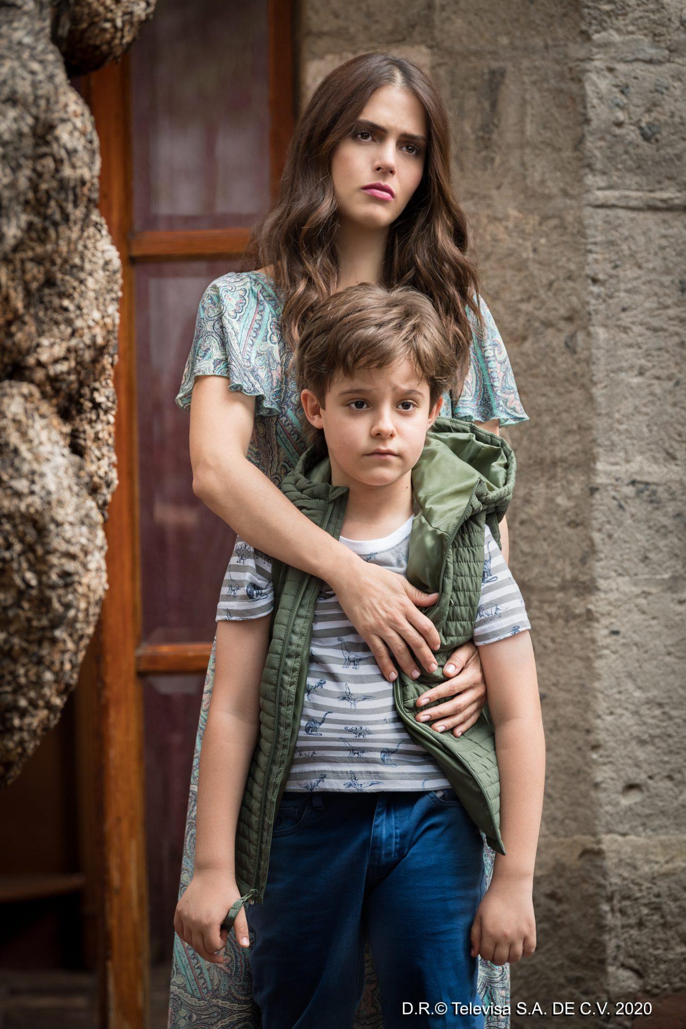 Claudia Álvarez y el niño Iker García