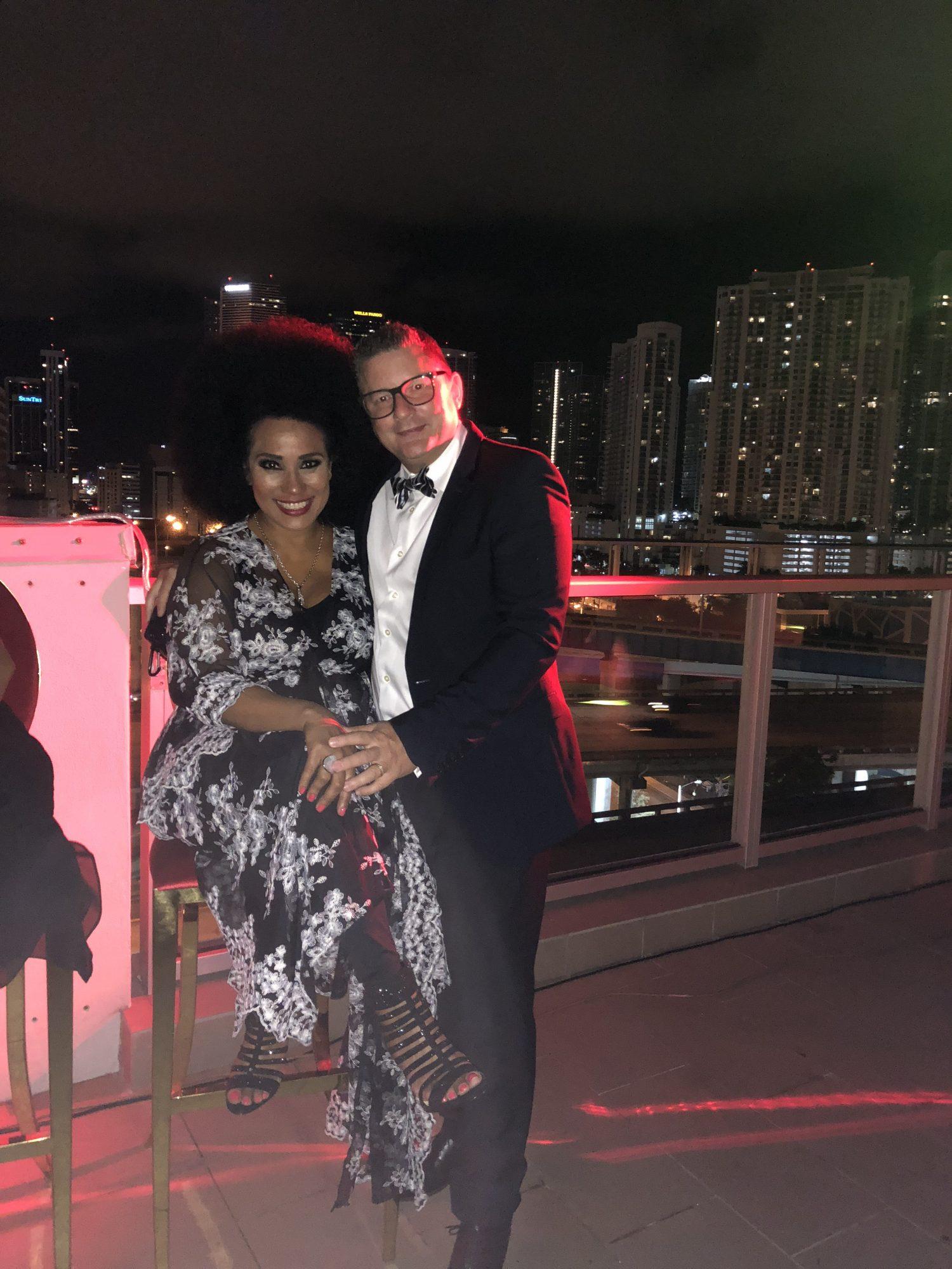 Aymee Nuviola y su esposo Paulo Simeon