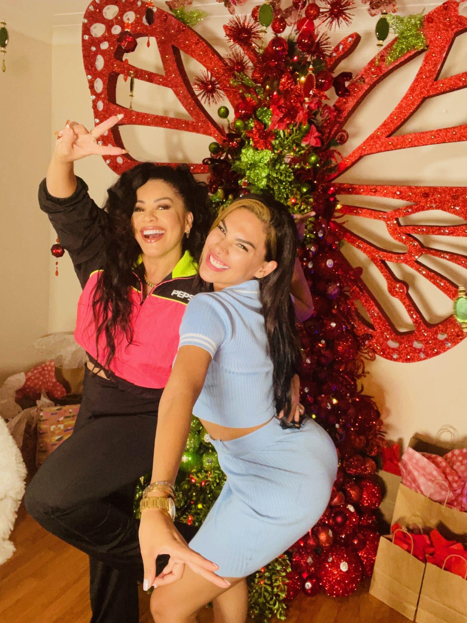 Carolina Sandoval y Stephanie Valenzuela
