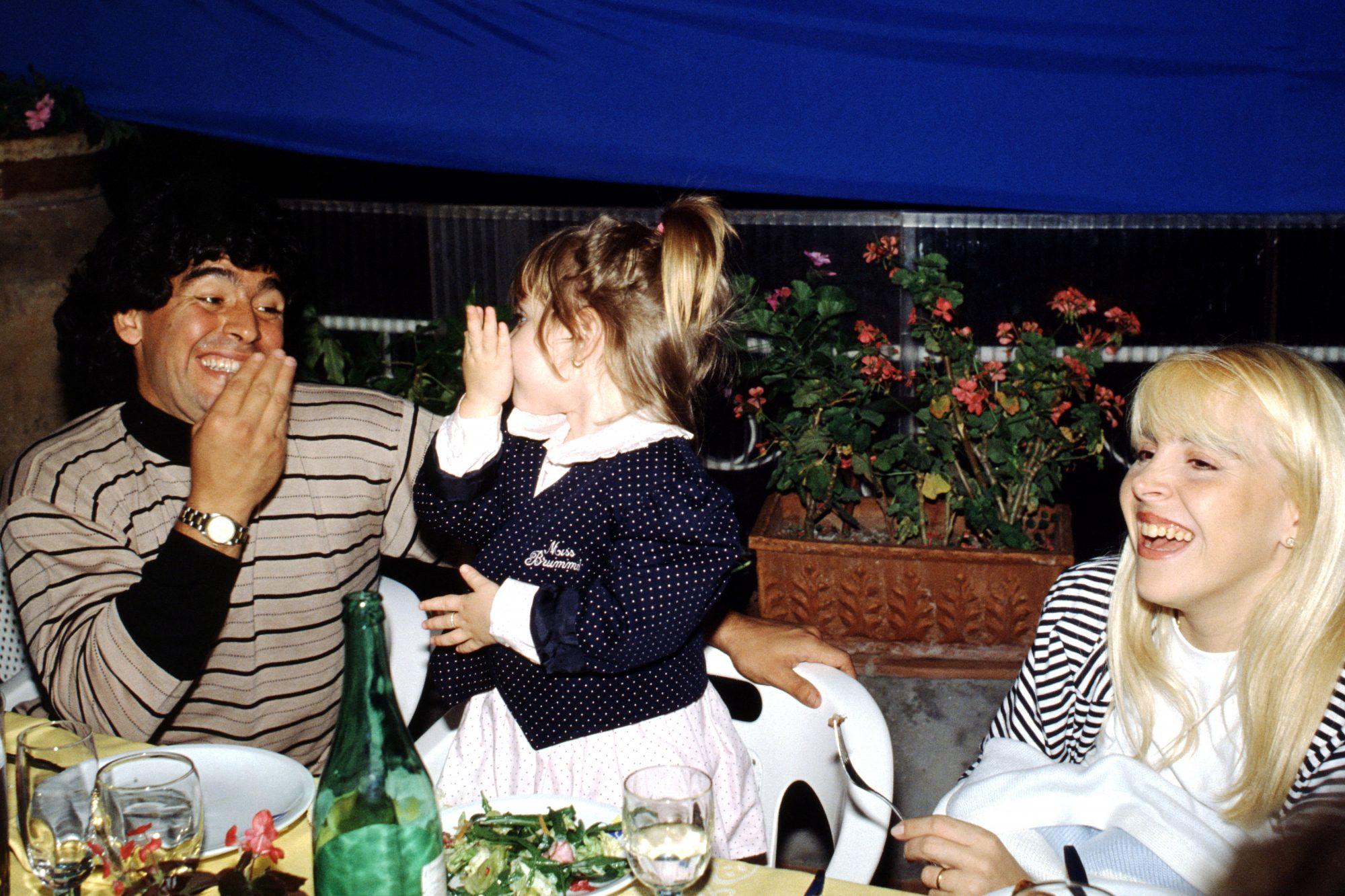 Diego Armando Maradona, Claudia Villafane y Dalma Maradona