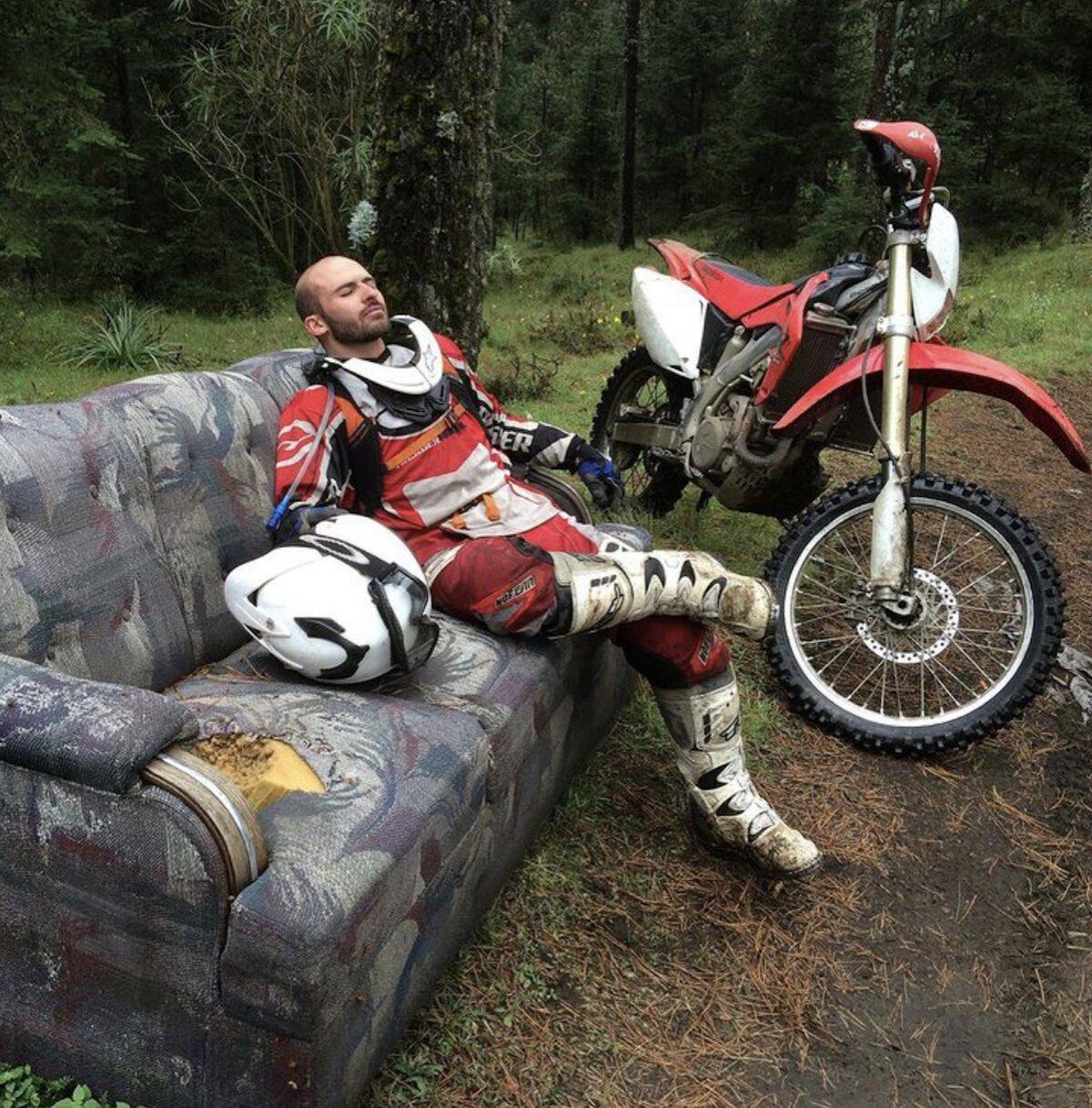 8 de 10 Motociclista de aventura