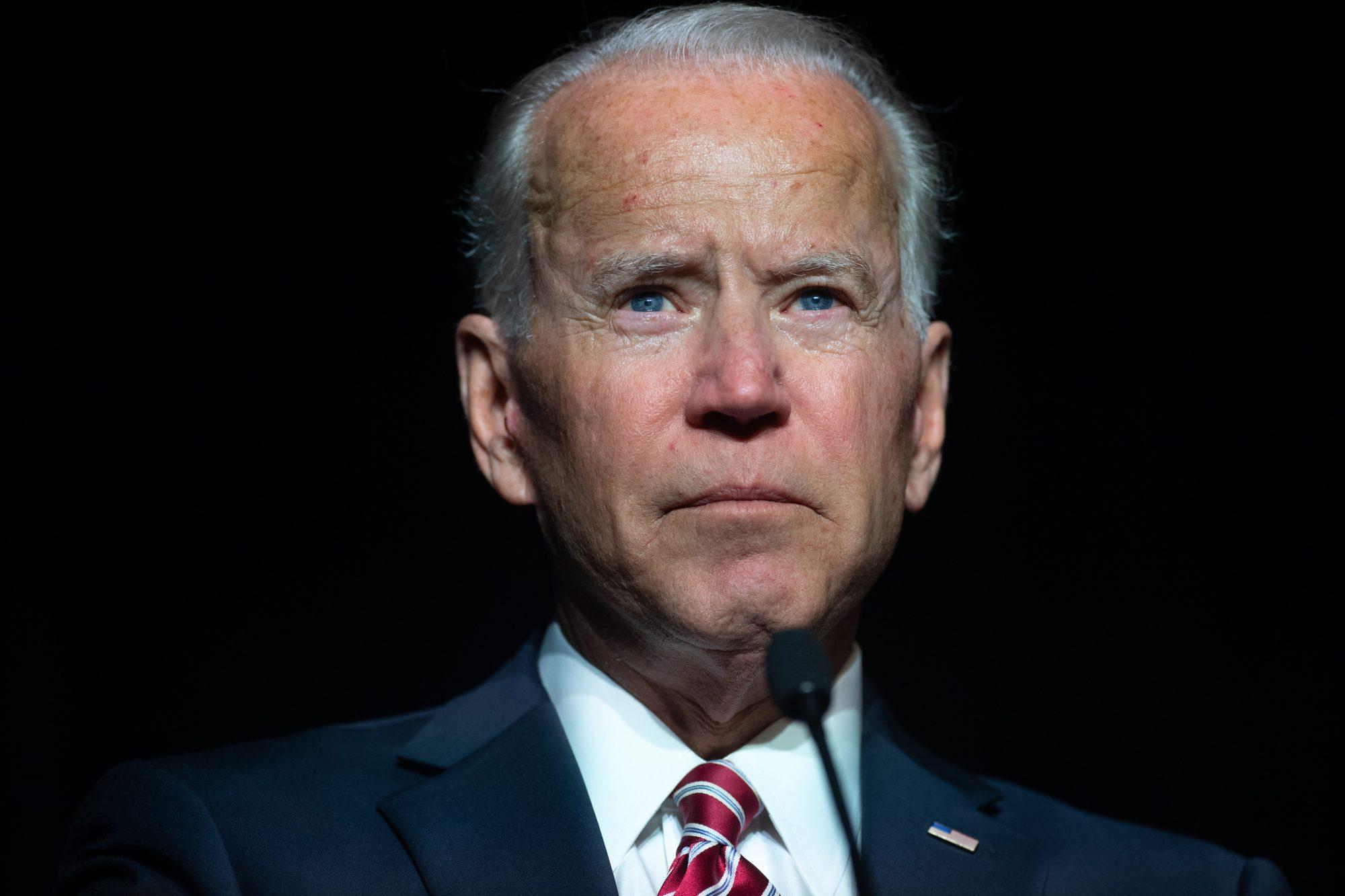 Joe Biden se fractura un pie jugando con su perro