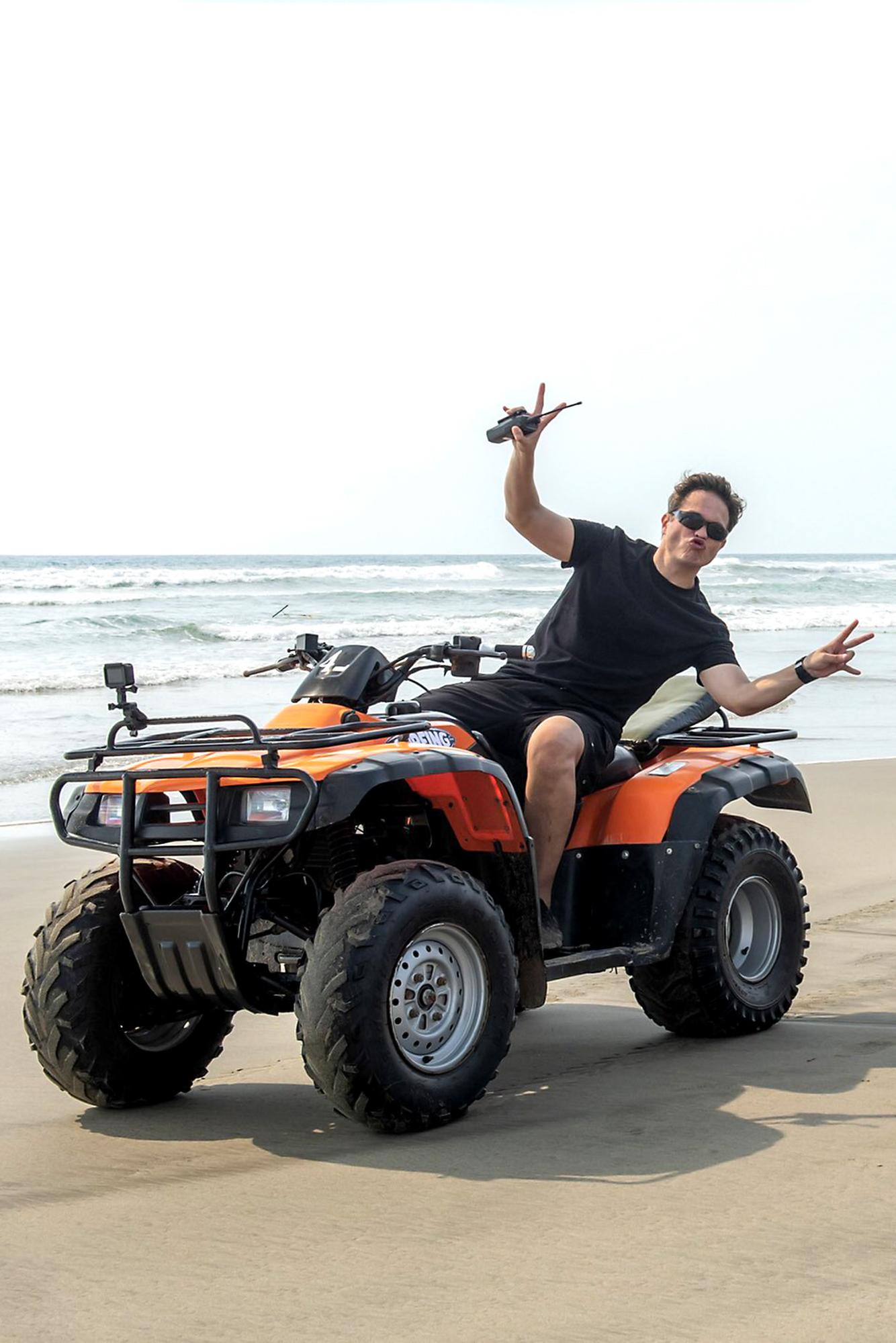 """Kuno Becker graba escenas de la telenovela """"Fuego Ardiente"""" desde las playas de Acapulco. Fotos cortesía de la producción/México, 1 de diciembre 2020."""
