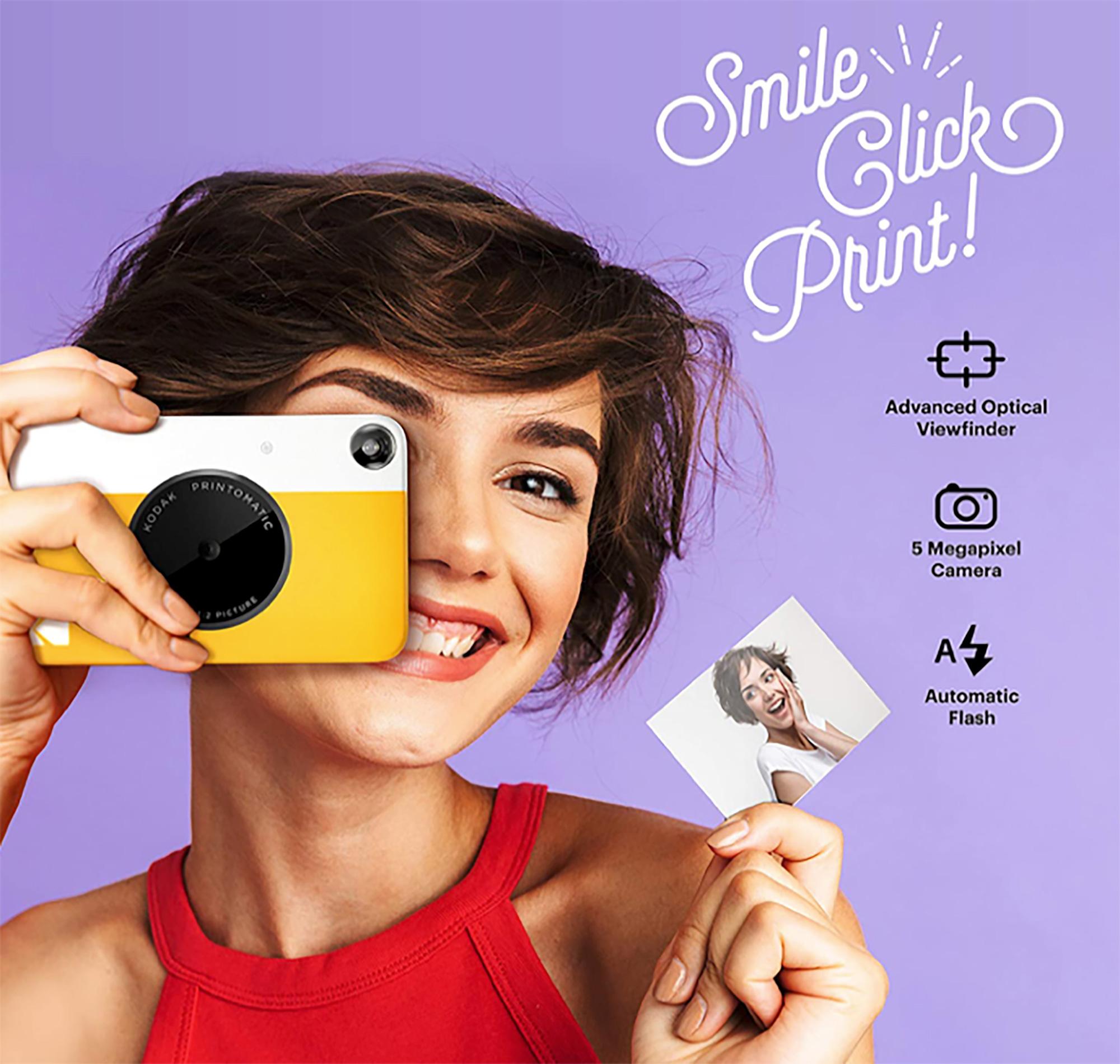 Nada mejor para los amantes de las fotografías que una cámara instantánea que les permita plasmar en papel memorias junto a sus seres queridos. Con solo un clic y en cuestión de segundos, esta cámara Kodak permite tener en las manos bellas fotografías a color.