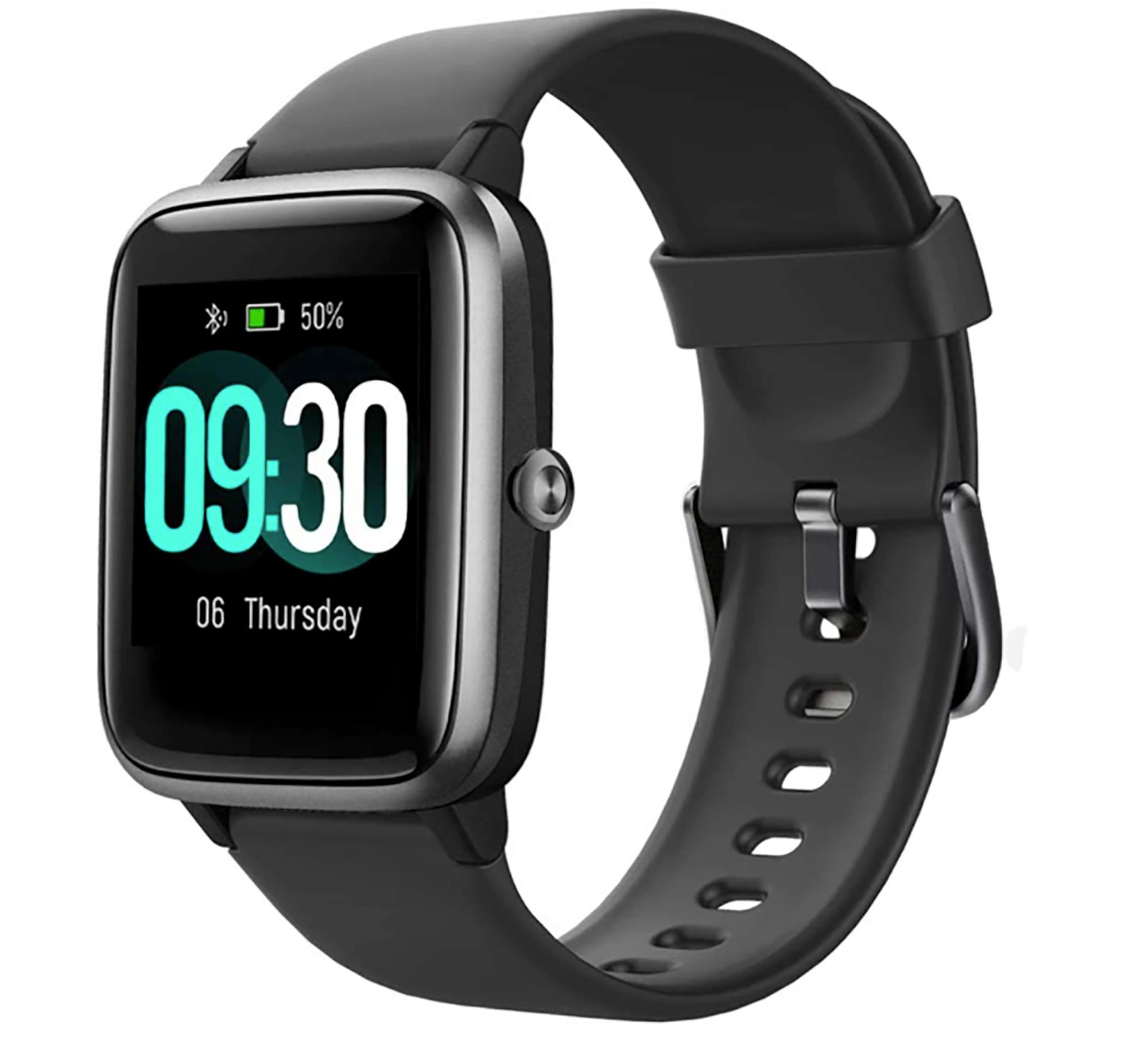 ¿Pueden creer que este smart watch cueste menos de $50? Es resistente al agua, ayuda a llevar el conteo de pasos, registra 14 diferentes tipos de actividades físicas, puede monitorear cómo duermes y tu ritmo cardíaco, además de ser compatible con los sistemas operativos de iOS y Android.