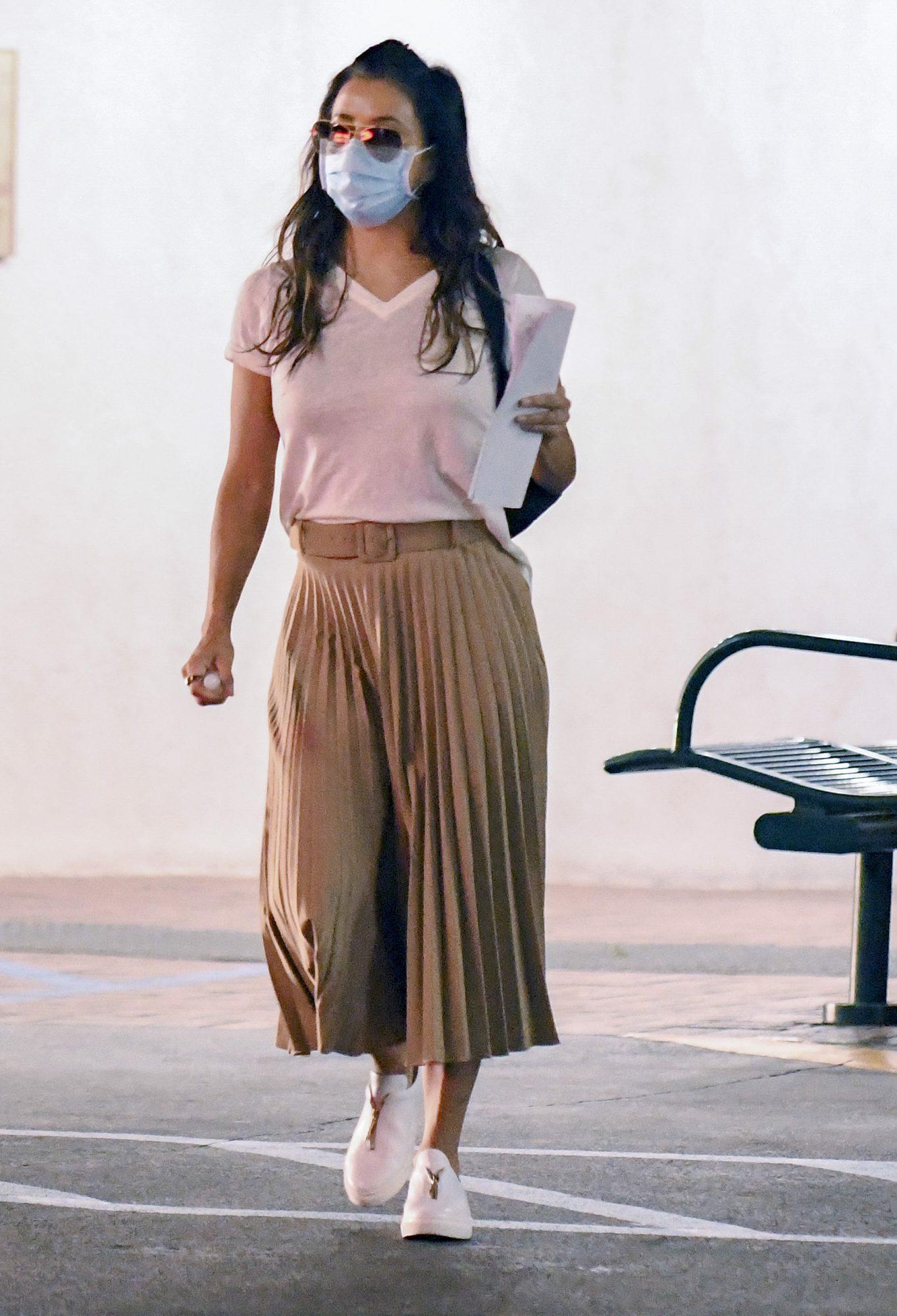 Eva Longoria, look, falda plisada, otono, los angeles