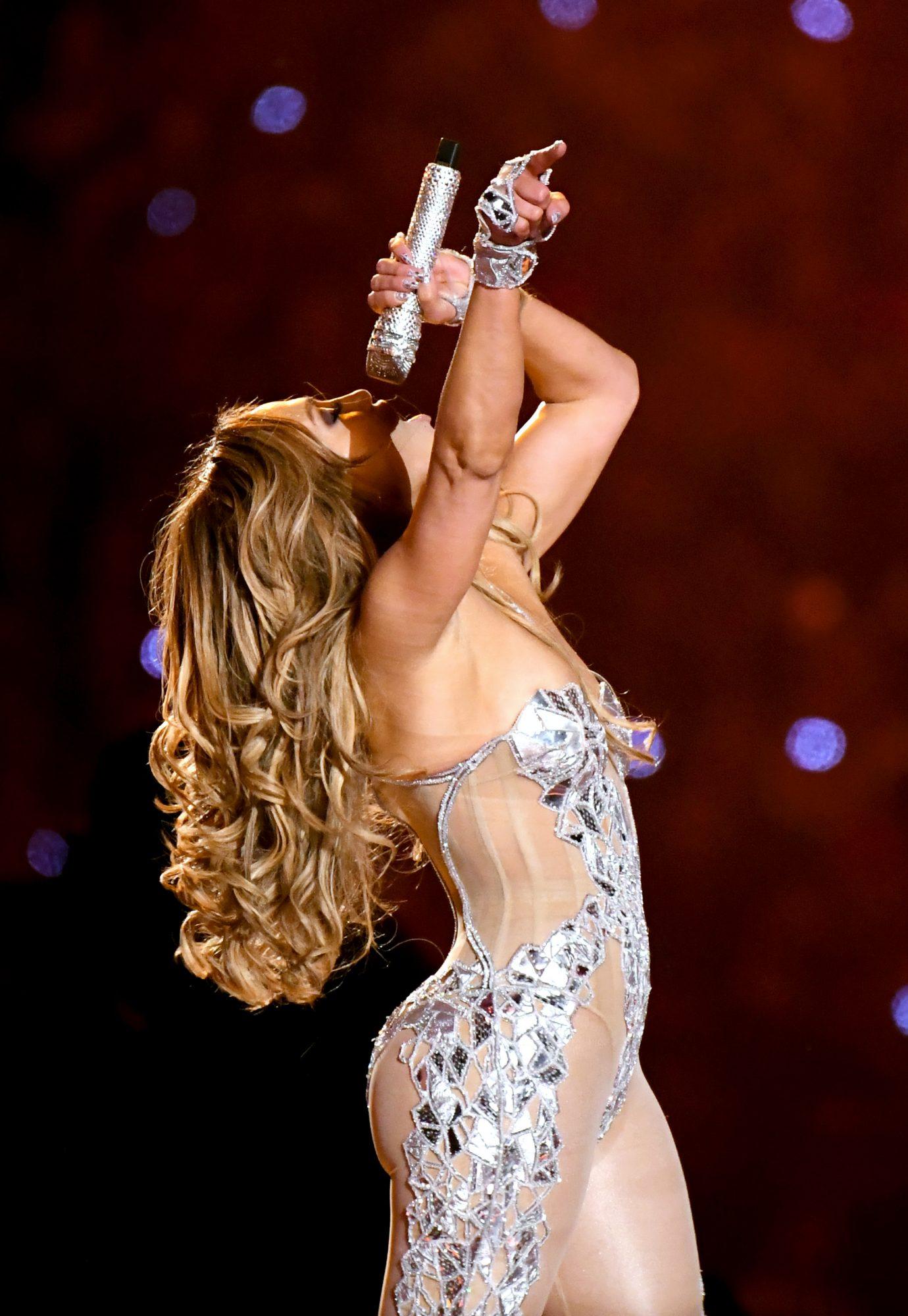 Jennifer Lopez actúa en la super bowl