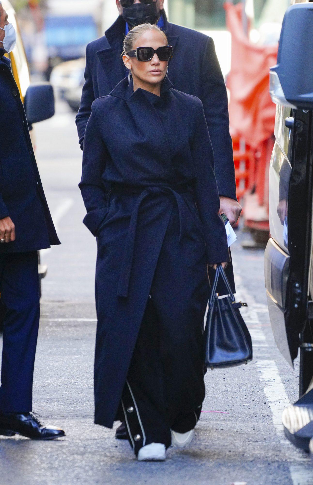Karlie Kloss, Jennifer Lopez, JLo, look, otono, de compras, gabardina