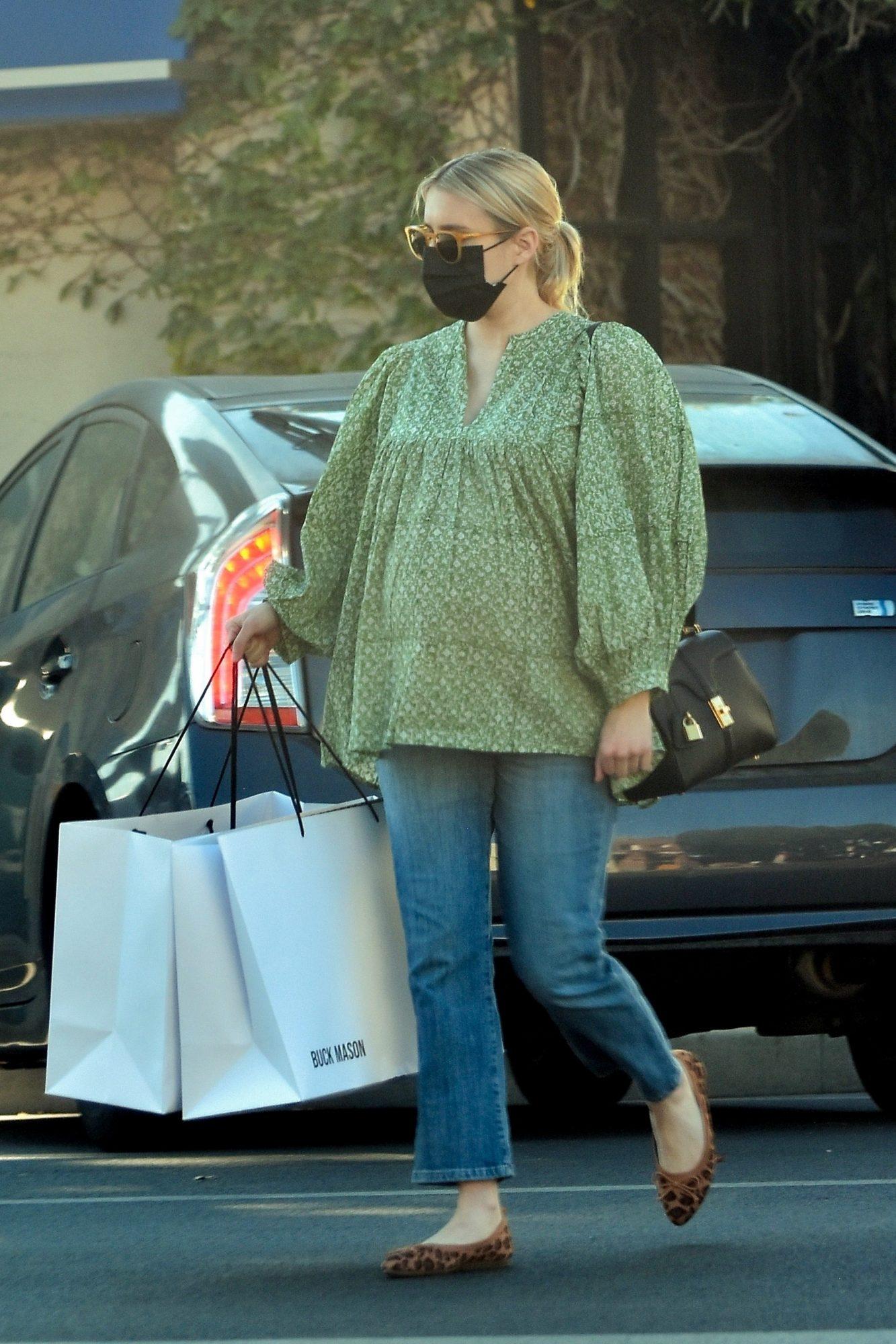 Emma Roberts, look, embarazo, jeans