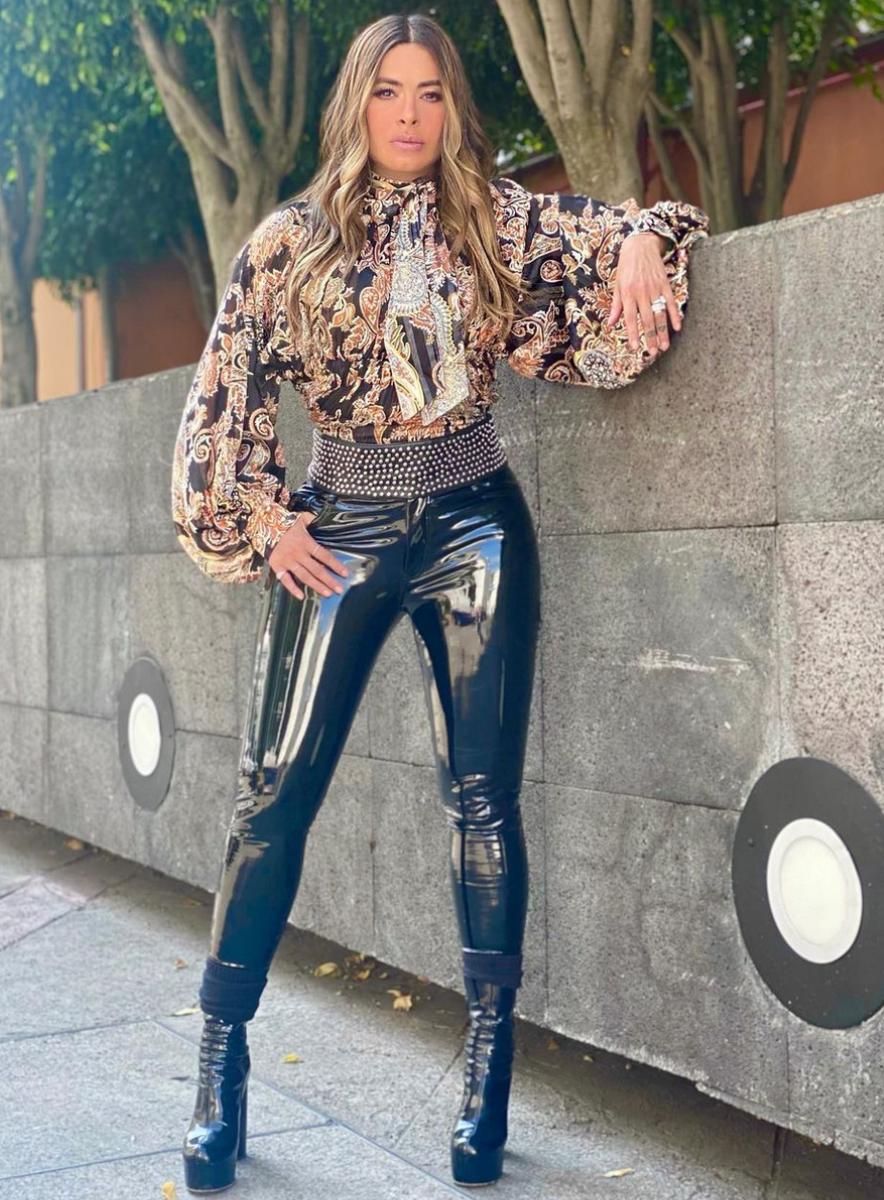 Galilea Montijo, look, mexico, pantalon de vinilo