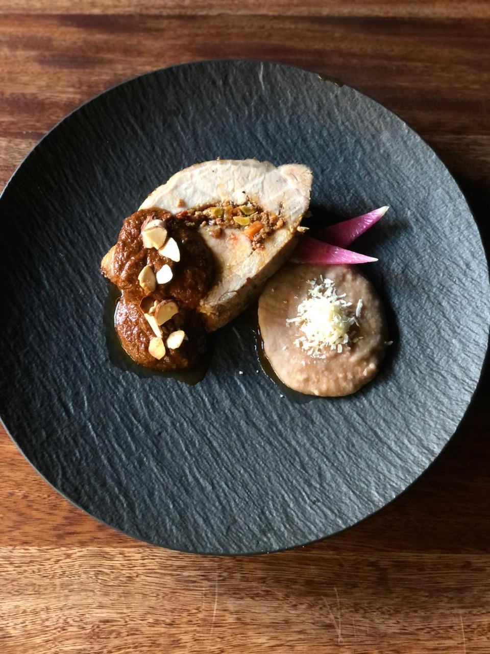 ¿Cómo hacer el mejor relleno de lomo de cerdo? ¡Aprende con el chef Carlos Gaytán!