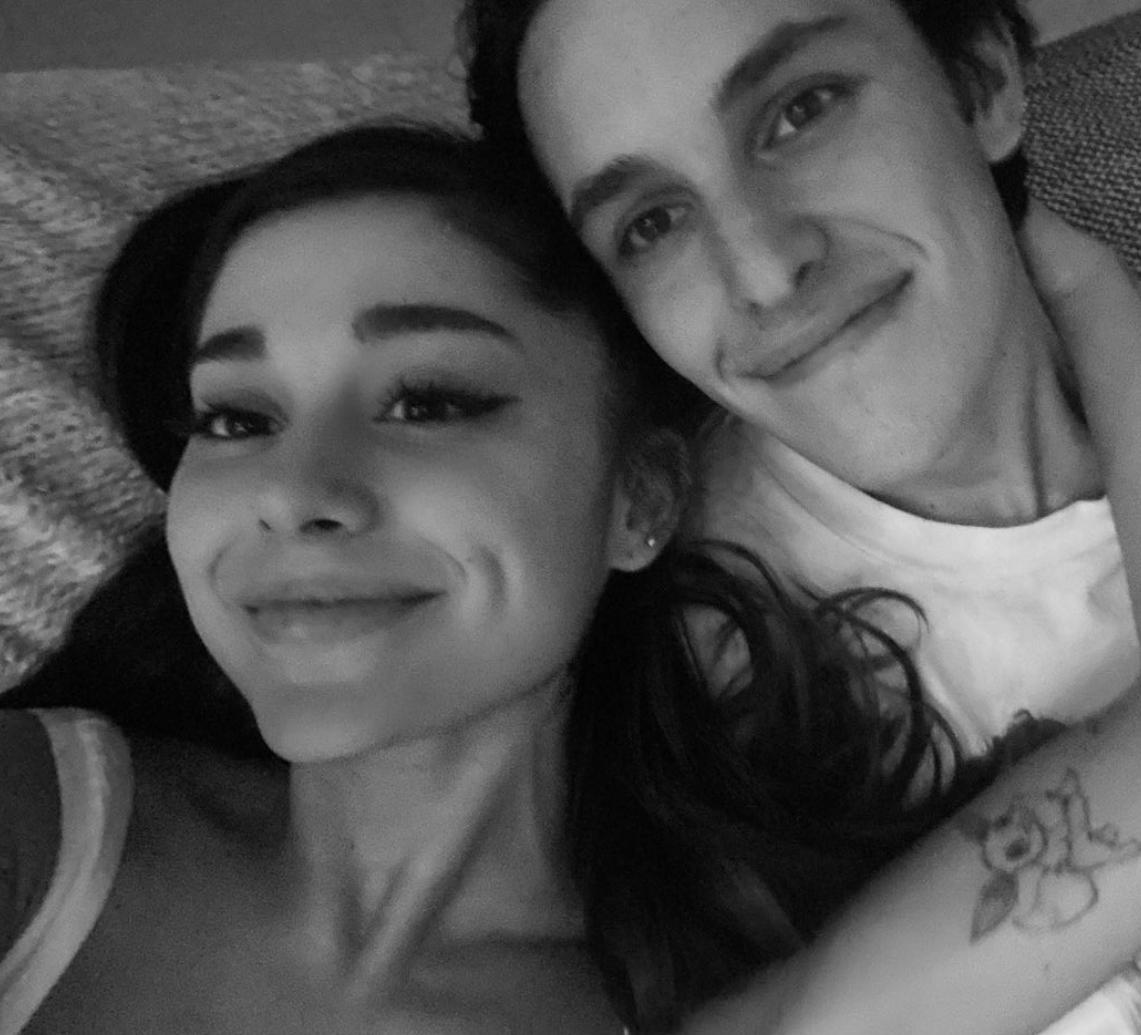 Ariana Grande y Dalton Gomez compromiso
