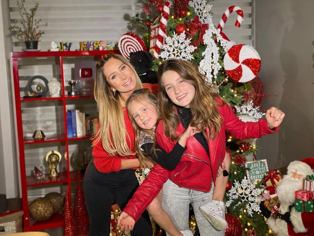 Geraldine Bazan con sus hijas