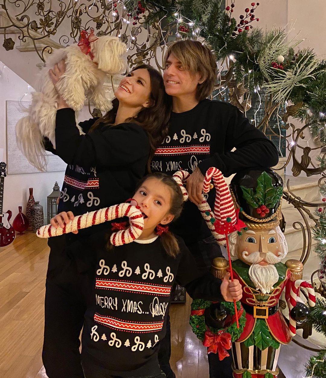 Laura Pausini con su familia